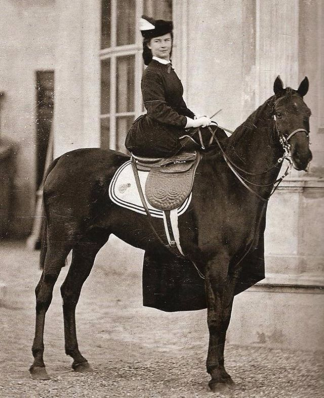 Riding sidesaddle in the 1920s