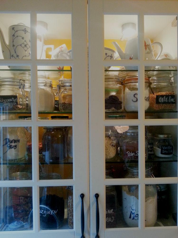 Gele keuken storage