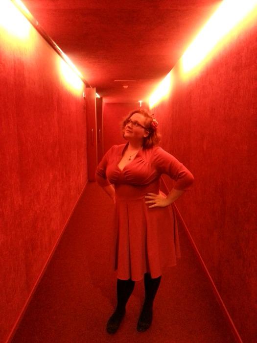 rode jurk, theater gepaste kleding