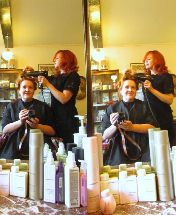 madame de pompadour vintage hairstyling leesvoer in de stoel