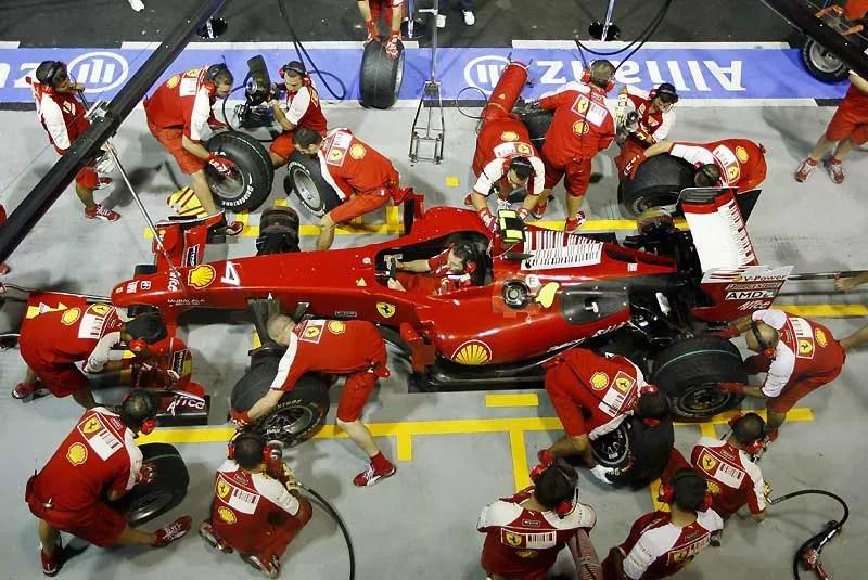 Jeudi 24 septembre, premiers essais de Ferrari à Singapour avant le Grand Prix de Formule 1. L'équipe italienne est aujourd'hui troisième au classement des constructeurs.