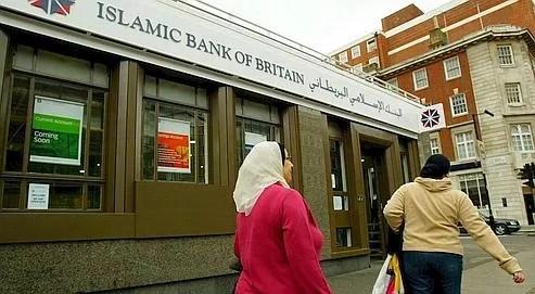 Banque islamique au Royaume-Uni. La place de Londres s'est lancée la premièredans la finance islamique.