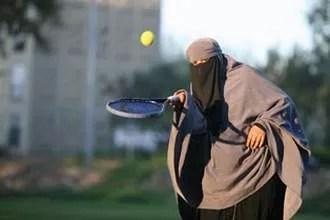 A 29 ans à peine, déjà mère de quatre enfants, (Sephora, 11 ans, Shaïma 10 ans, Thaouban, 9 ans, Ajar, 7 ans), Kenza a de l'énergie à revendre sous son niqab.