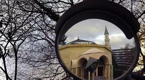 Minaret de la mosquée de Genève.