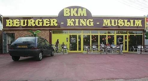 Il y a cinq ans ouvrait à Clichy-sous-bois (Seine-Saint-Denis) le «BKM», un fast-food pffrant de la nourriture halal dans un décor proche des habituelles chaînes de fast-food américaines.