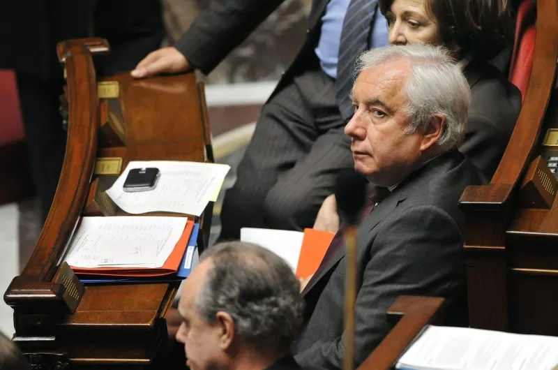 Alain Marleix, le secrétaire d'État aux Collectivités territoriales aujourd'hui âgé de 63 ans, a été parlementaire et ministre ''durant 14 ans'', a indiqué son entourage, ajoutant qu'il avait fait ''le choix de ne pas percevoir sa retraite''.