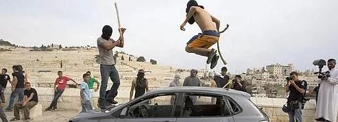 Palestiniens et policiers israéliens s'affrontent à Jérusalem<br/>