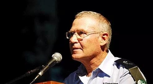 Le général Amos Yadlin, commandant des services de renseignements militaires israéliens.