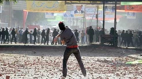 Les affrontements ont éclaté entre des policiers et des coptes protestant contre l'interdiction de construire une église.