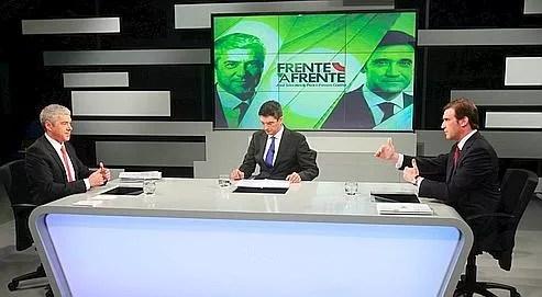 José Socrates (à gauche), le premier ministre socialiste et candidat à sa propre succession, face à Pedro Passos Coelho (à droite), le leader de l'opposition de centre-droit, lors d'un débat télévisé, le 20 mai.
