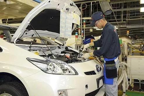 Cette reprise rapide au Japon s'explique par la mobilisation des constructeurs nationaux.