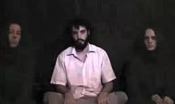 L'unique preuve de vie des otages lors de leur captivité : une vidéo prise par les ravisseurs et diffusée sur Internet.