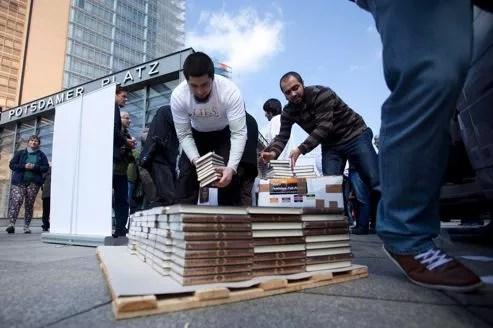 Distribution de Corans à Berlin, samedi dernier. Quelques 300.000 exemplaires auraient été diffusés.