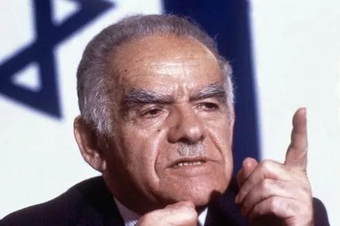Yitzhak Shamir lors d'une conférence de presse à Paris le 29 avril 1987.