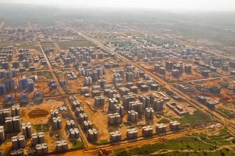 Située à 30 kilomètres de Luanda, la capitale de l'Angola, Nova Cidade de Kilamba peut accueillir un demi-million d'habitants. Construite en trois ans, elle s'étend sur une superficie de 5000 hectares. (Crédit photo: Facebook)