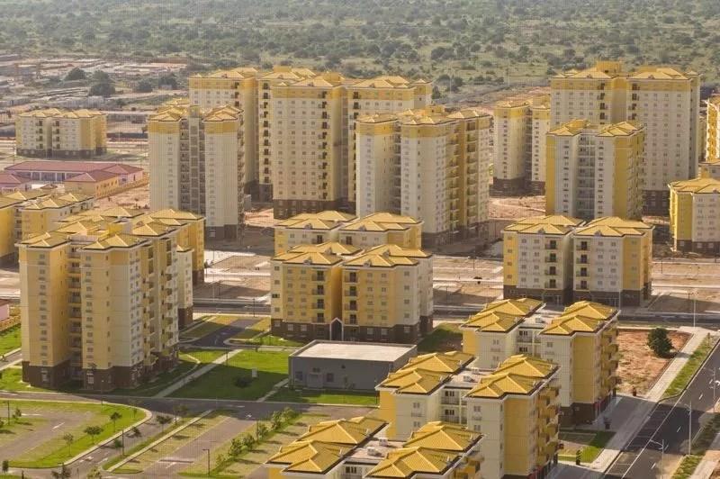 Terminé en 2011, cet immense complexe résidentiel comporte 2800 appartements répartis dans 750 bâtiments de huit étages. Or seulement 220 logements ont été vendus dans la première année de vente. Si une douzaine d'écoles a vu le jour, aucun enfant ne vit dans la ville, selon la BBC. (Crédit photo: Facebook)