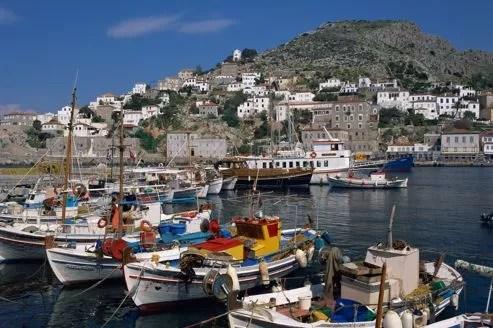 Des habitants de l'île d'Hydra ont attaqué des inspecteurs du fisc qui avaient interpellé le week-end dernier un restaurateur.