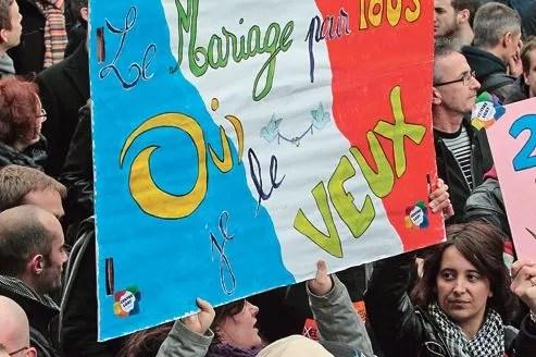 Le cortège composé de nombreuses associations et de particuliers d'horizons divers a défilé dimanche de la Bastille au Jardin du Luxembourg.