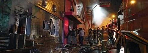 Brésil : plus de 200 morts<br/>dans l'incendie d'une discothèque