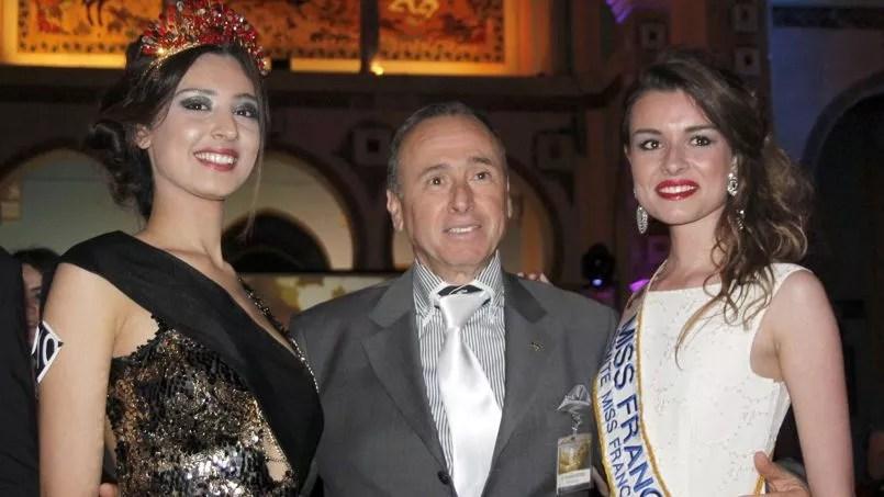 Sara Alwani (à gauche), une jeune Tunisienne de 19 ans, a été élue Miss Carthage le 1eravril, à Tunis.