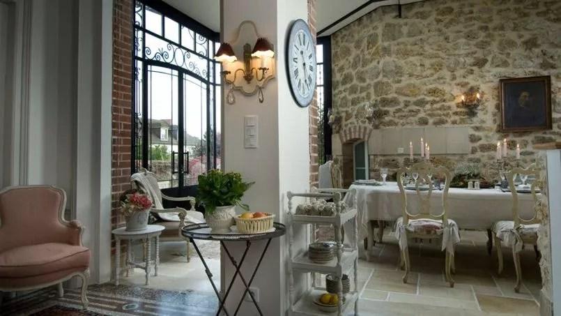 Le Figaro Se Lance Dans La Location De Chambres Dhtes