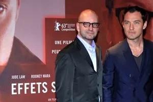 Steven Soderbergh avec Jude Law pour la sortie de <i>Effets Secondaires</i>.