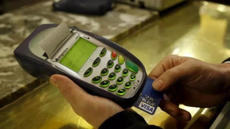 La forte hausse des frais de gestion de compte par les établissements bancaires semble confirmée par le second rapport de l'Observatoire des tarifs bancaires qui sera publié la semaine prochaine. Crédit photo: Jean-Christophe Marmara / LE FIGARO.