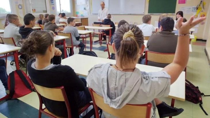 En dépit des réformes, le niveau des élèves français baisse. Auparavant classée parmi les pays les plus performants en mathématiques, la France était déjà descendue en 2009 dans le groupe des «moyens»