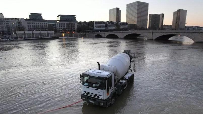 Durante la inundación del Sena, en 2010, en París.