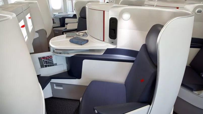 Chaque siège coûte 55.000 euros pièce. Si l'on y ajoute les «accessoires», le coût des études et de l'immobilisation des appareils pour qu'on les équipe, l'addition s'élève à 100.000euros par siège.