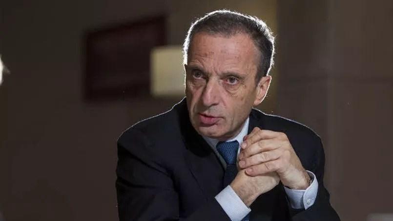Le patron le moins bien payé du CAC 40 est celui d'EDF, Henri Proglio, avec 450.000 euros par an. Pas de surprise pour cette position car cette somme constitue le plafond pour la rémunération fixe annuelle des «mandataires sociaux» des entreprises publiques.