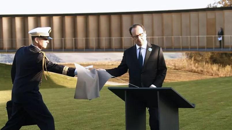 François Hollande a inauguré mardi après midi, «l'Anneau de la Mémoire», de Notre-Dame-de-Lorette, un mémorial en hommage aux combattants de toutes nationalités tombés dans le Nord-Pas-de-Calais durant la Première Guerre mondiale.