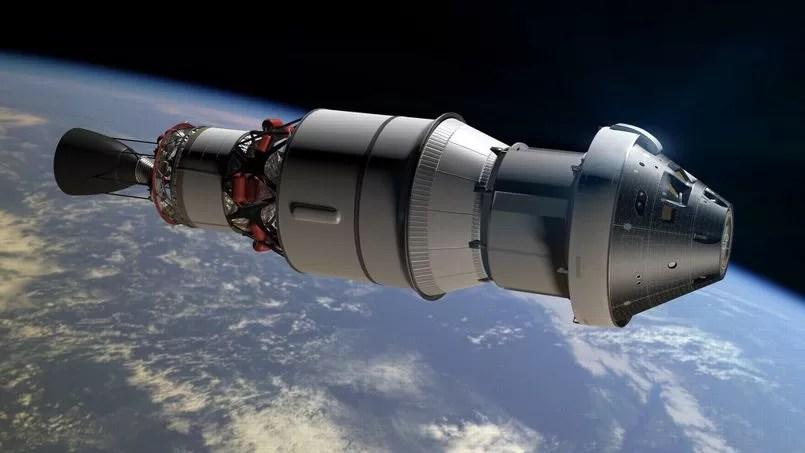 A cápsula em si está contida na cabeça deste conjunto que inclui o módulo de serviço e o segundo estágio do foguete Delta IV.