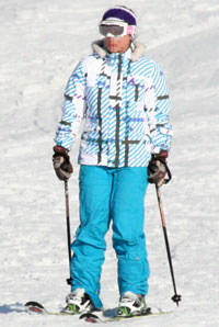 Solid colours and patterns on skier