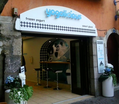 <Photo of the new frozen yoghurt shop in Annecy>
