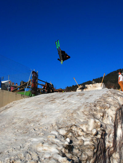 <Photo of the Saint Jean de Sixt freestyle ski competition - a skier jumping. Copyright Le Franco Phoney>