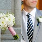 Le marié, jamais sans sa boutonnière en fleurs !