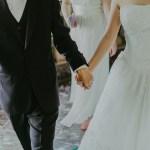 Choisir une tenue légère pour un mariage en plein été