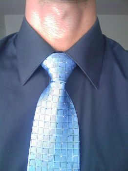 Image by: Urkel-os. A Full Windsor Knot