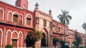 Centre not to support AMU for its minority status