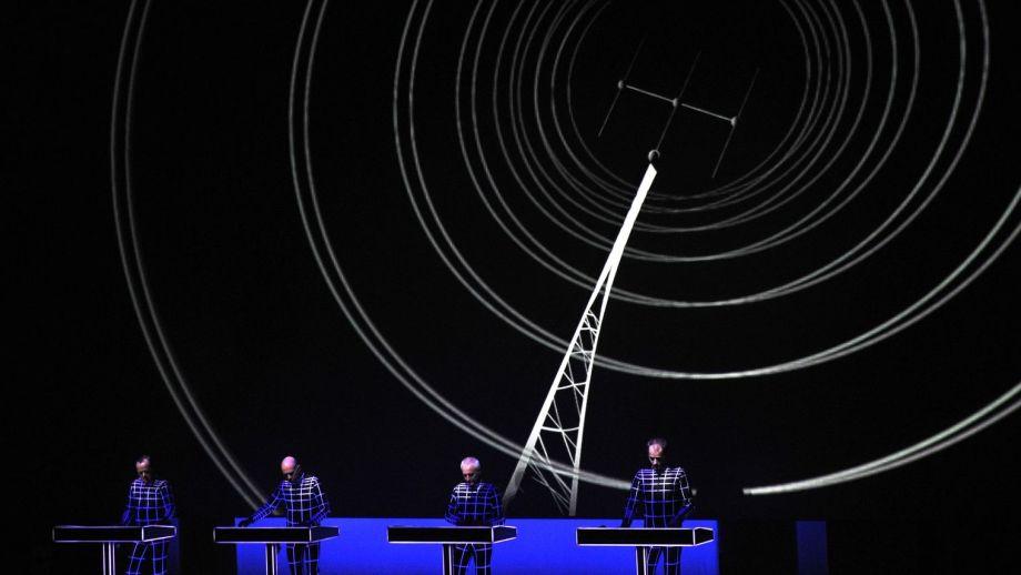 le-groupe-allemand-kraftwerk-le-6-novembre-2014-a-paris_5460054