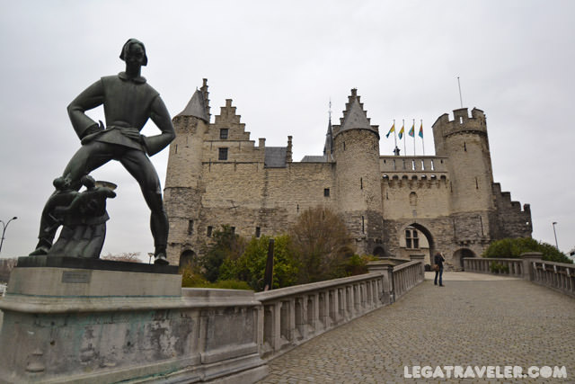 que-ver-en-amberes-castillo-het-steen