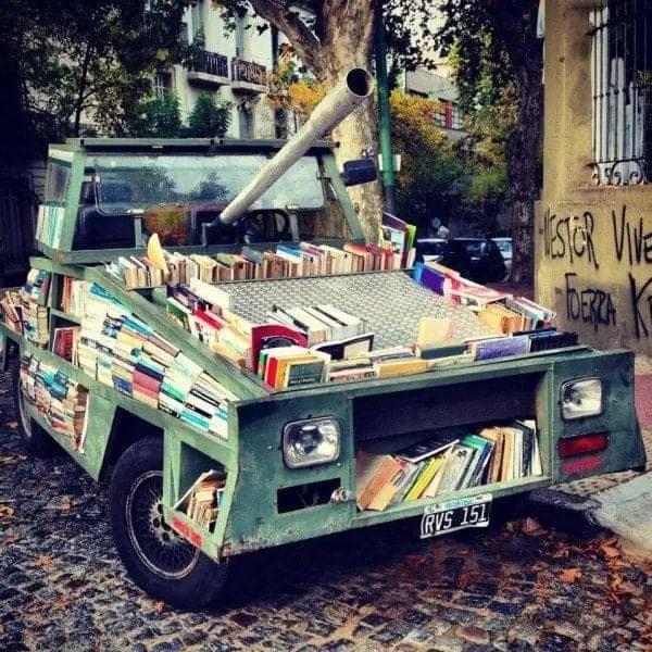 carro-armato-e1427102792488 In Argentina arriva il carro armato colmo di libri Letteratura