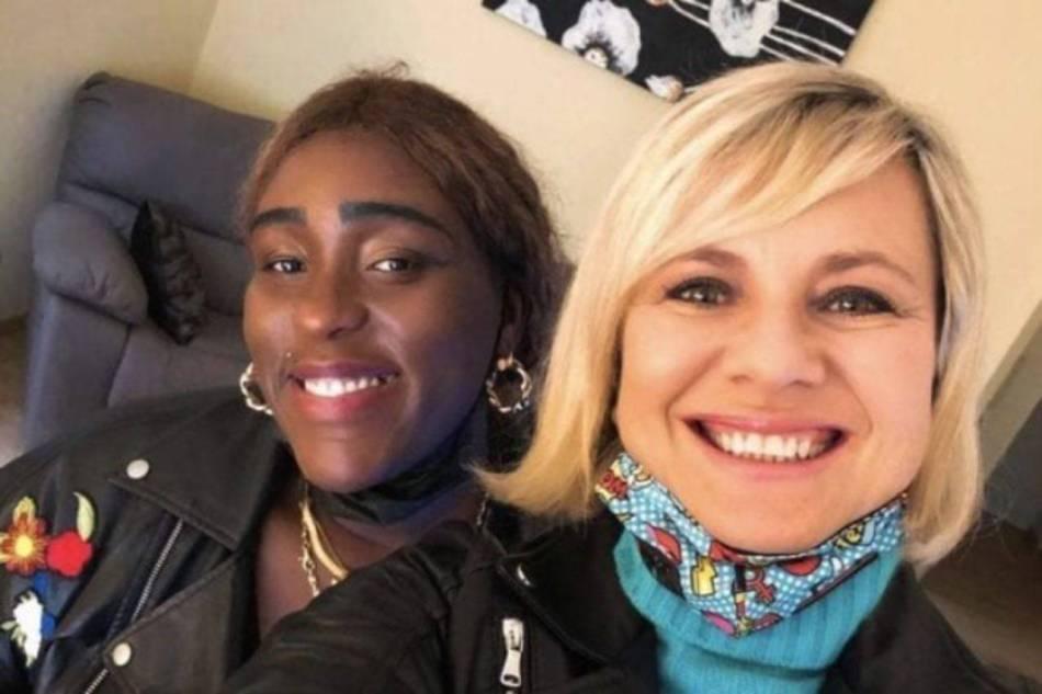 Carima e il selfie con Antonella Elia. Prossima concorrente del GF Vip?