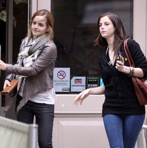 Emma Watson et Kaya Scodelario : Une petite sortie au resto