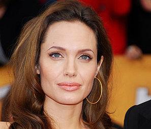Angelina Jolie – Blonde