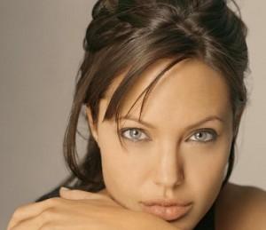 Angelina Jolie - Mary Poppins