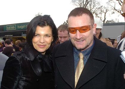 Bono leader U2 opéré urgence