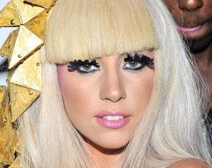 Lady Gaga exhibe ses chaussures stratosphériques – Photo