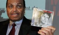 Joe Jackson- Le papa de Michael Jackson inaugure Happyland